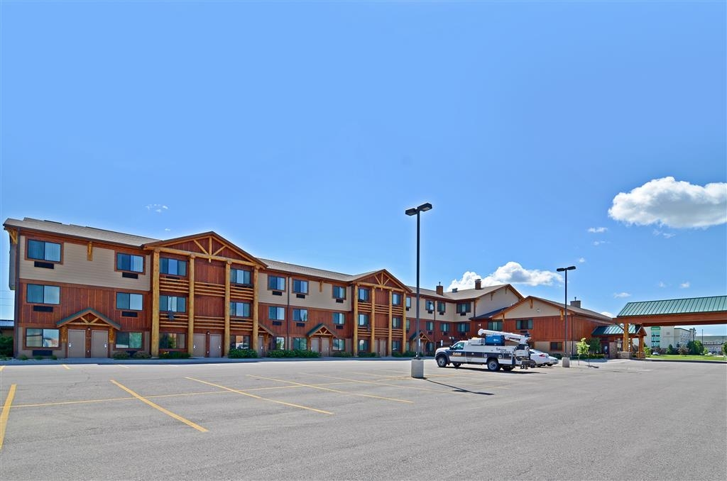 Best Western Plus Kelly Inn & Suites - Our Best Western Plus Kelly Inn & Suites has many available spaces for parking!