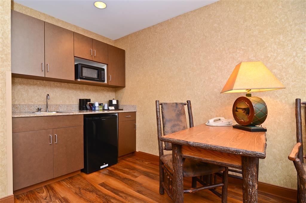 Best Western Plus Kelly Inn & Suites - Make a call or heat up your meal in our Horse Whisper Suite!