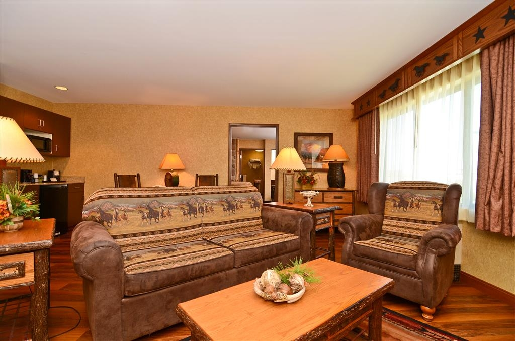 Best Western Plus Kelly Inn & Suites - Another view of our warm Horse Whisper living room!