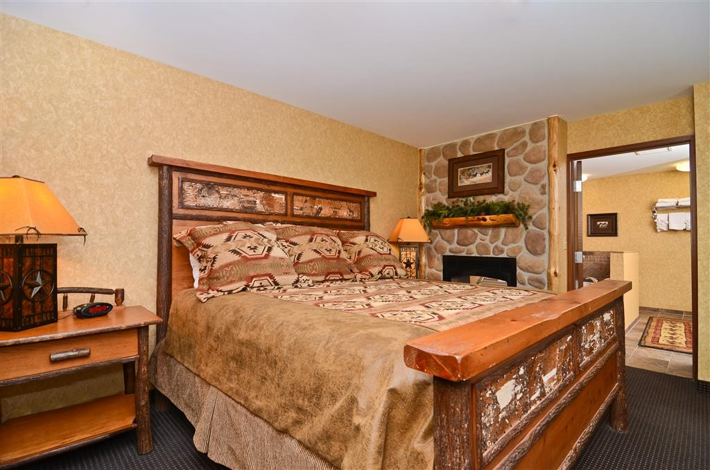 Best Western Plus Kelly Inn & Suites - Our Horse Whisper Room also has double sided fire place in the bedroom.