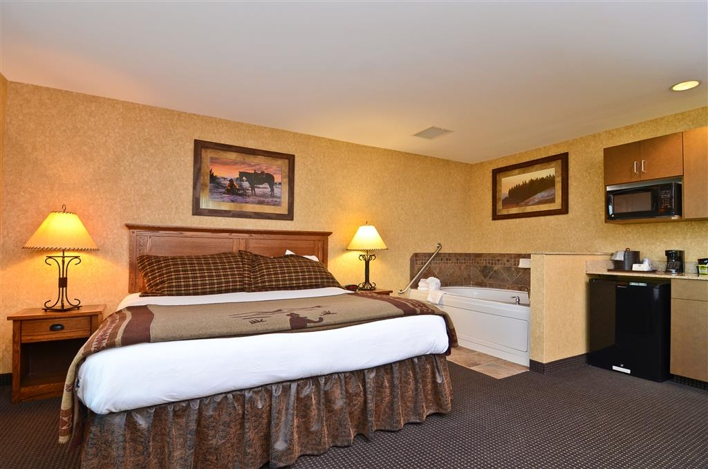 Best Western Plus Kelly Inn & Suites - Come and stay in our Moose Track guest room if you're looking for a roomy and comfy suite!