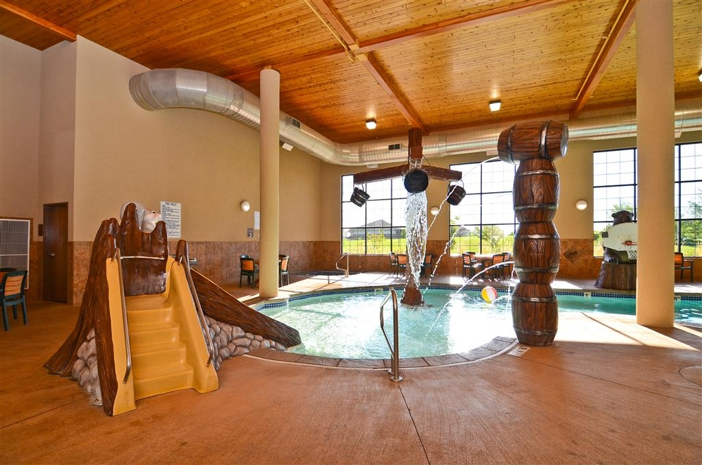 Best Western Plus Kelly Inn & Suites - Bring yourself and the kids down to enjoy our indoor pool!
