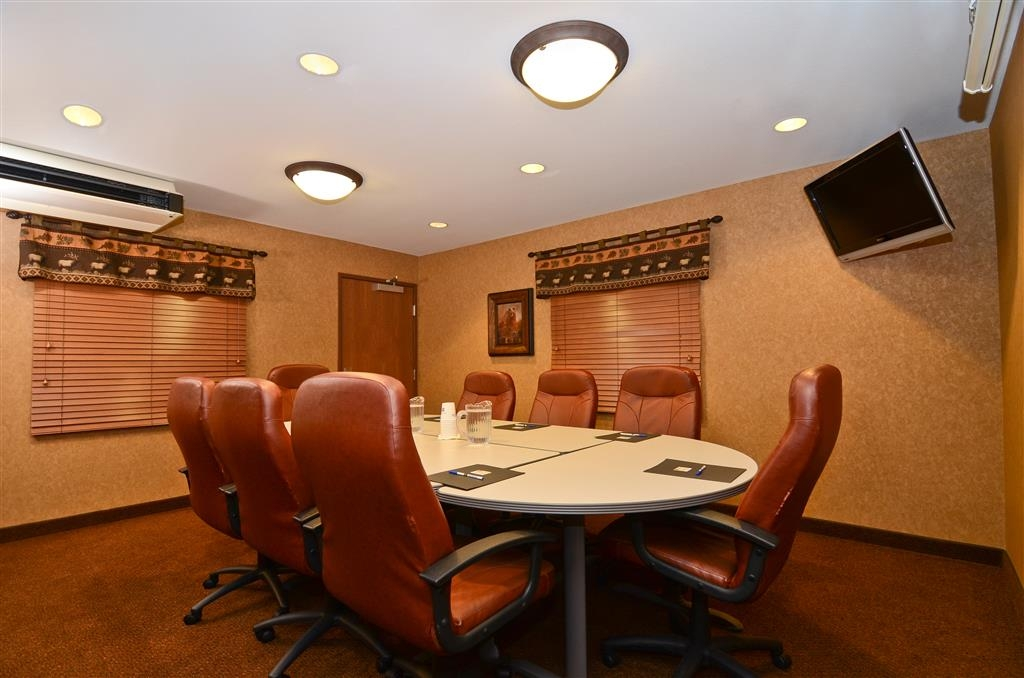Best Western Plus Kelly Inn & Suites - Welcome to our Bears Den, if you need to book an executive conference!
