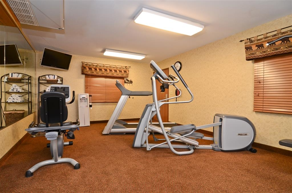 Best Western Plus Kelly Inn & Suites - Work up a sweat in our 24-hour complimentary fitness center!