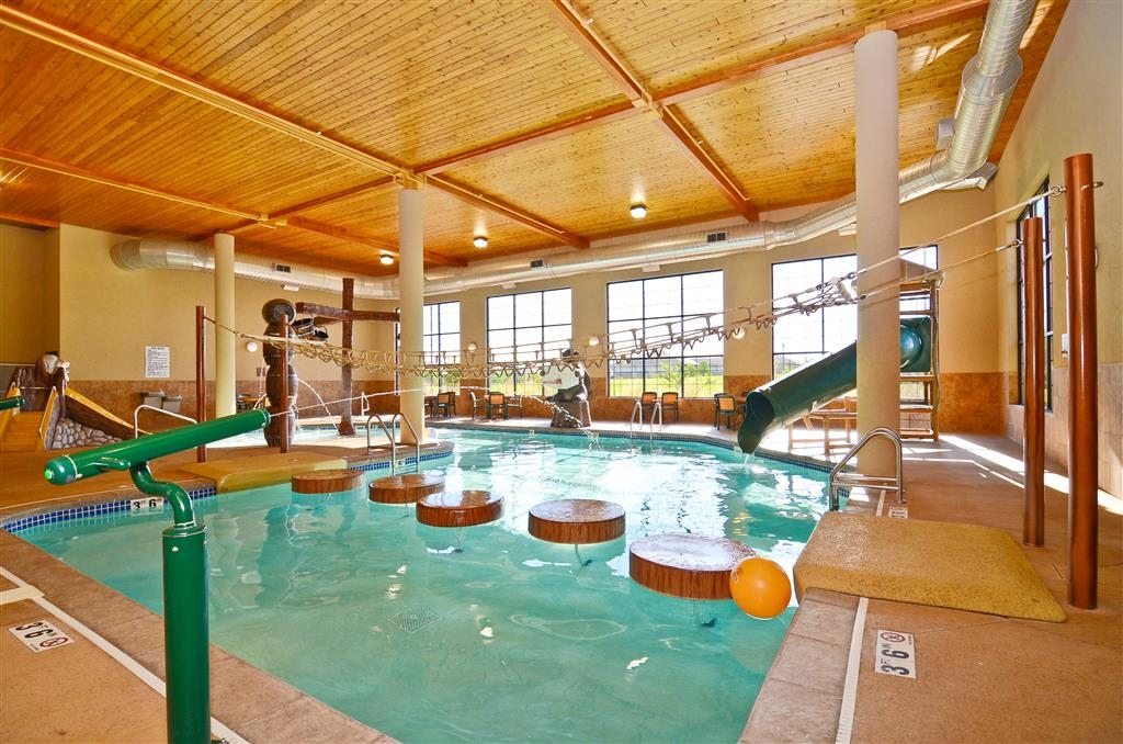Best Western Plus Kelly Inn & Suites - In addition to our pool, we have a hot tub!