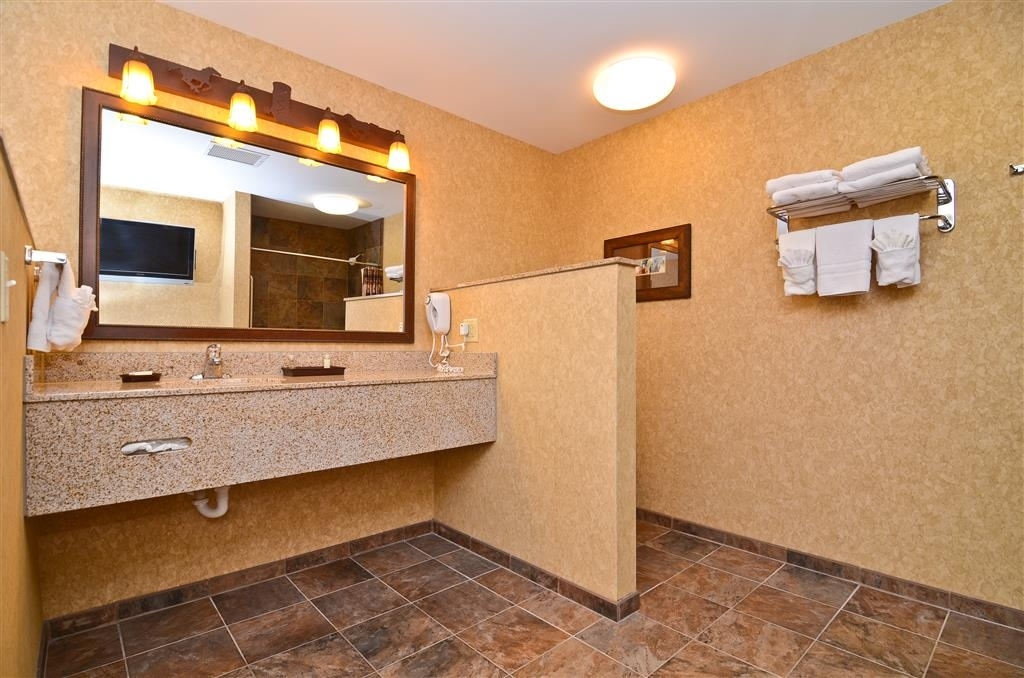 Best Western Plus Kelly Inn & Suites - A closer look at our guest room vanity, located in the same area as the whirlpool!