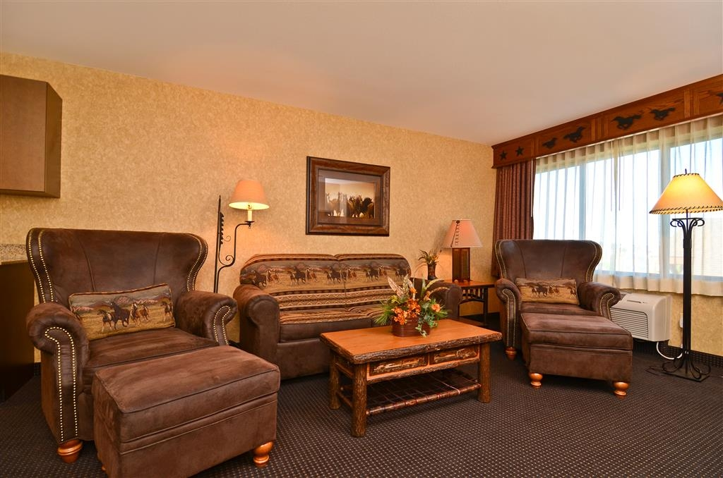 Best Western Plus Kelly Inn & Suites - Welcome to our sitting area in our Alamo Suite.