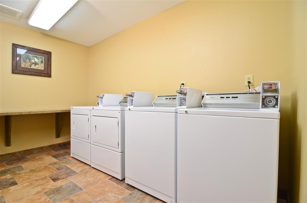 Best Western Plus Kelly Inn & Suites - Need to wash clothes? You can at a nominal fee! Please see the front desk!