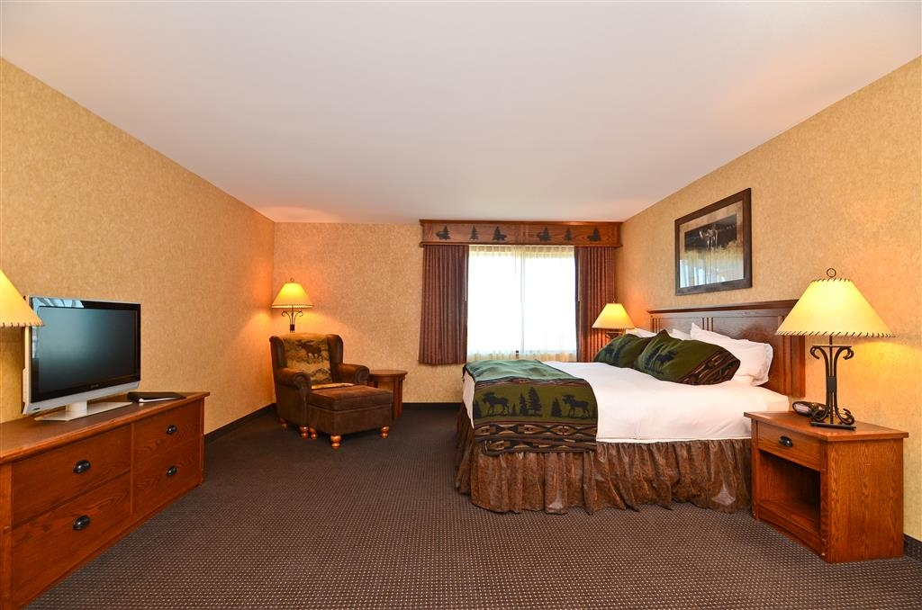 Best Western Plus Kelly Inn & Suites - Put your feet up in our chair, featured in our king business guest room!