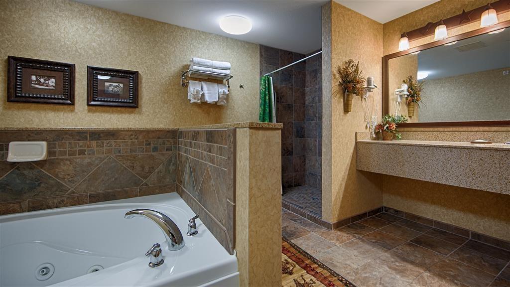 Best Western Plus Kelly Inn & Suites - Guest Bathroom in Alamo Suite