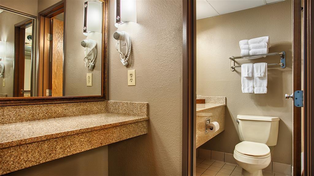 Best Western Plus Kelly Inn & Suites - Badezimmer