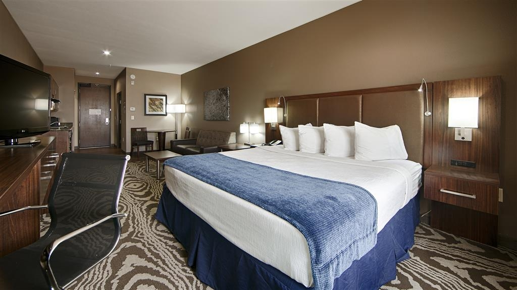 Best Western Plus Williston Hotel & Suites - This one king guest room comes equipped with a comfortable pillow top mattress to ensure a night of rejuvenating sleep.