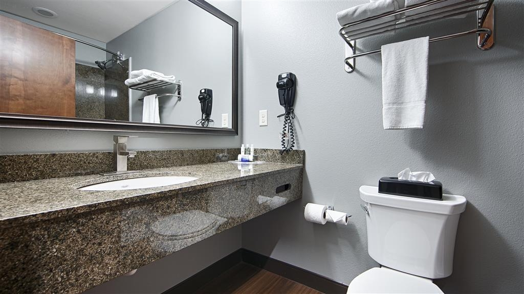 Best Western Plus Williston Hotel & Suites - Pamper yourself in our spacious guest bathrooms.
