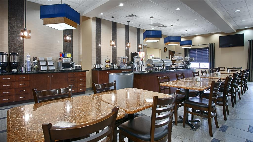 Best Western Plus Williston Hotel & Suites - Sit down and enjoy a wide selection of breakfast items to enjoy your morning meal.