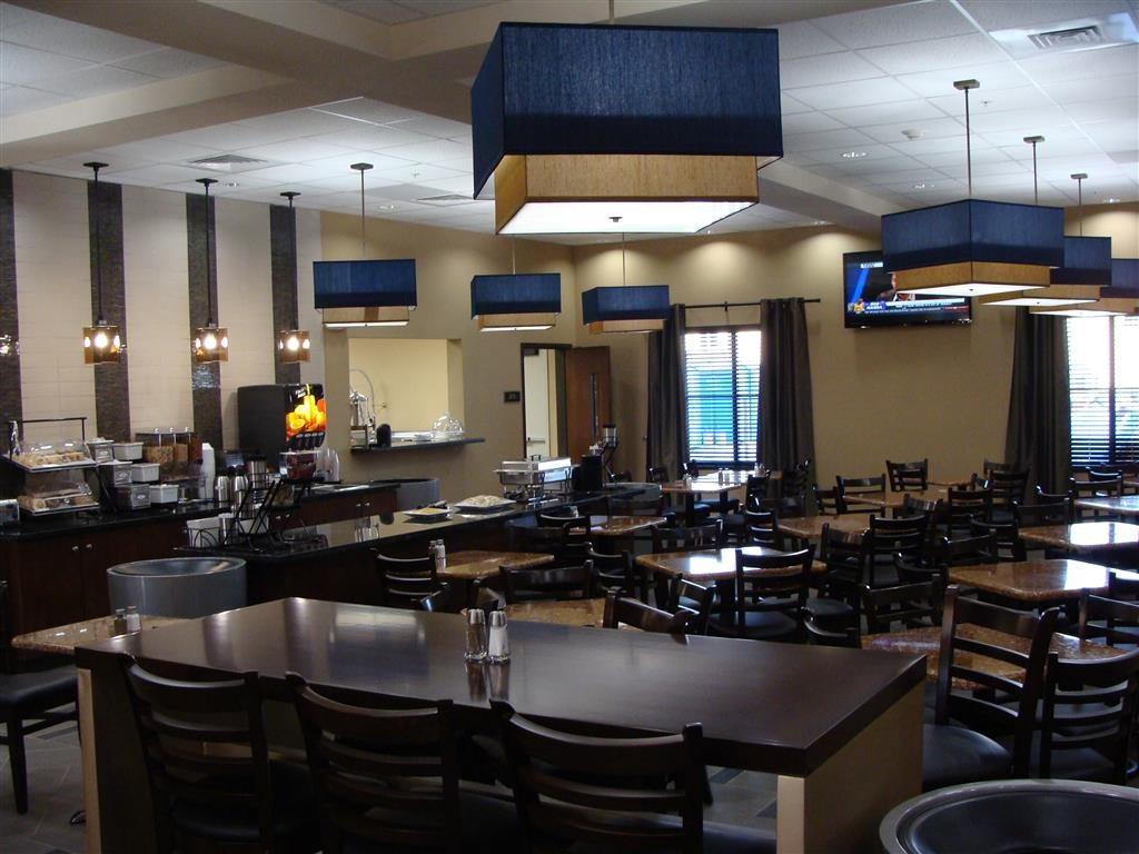 Best Western Plus Williston Hotel & Suites - Kick-start your morning with a complimentary hot breakfast!