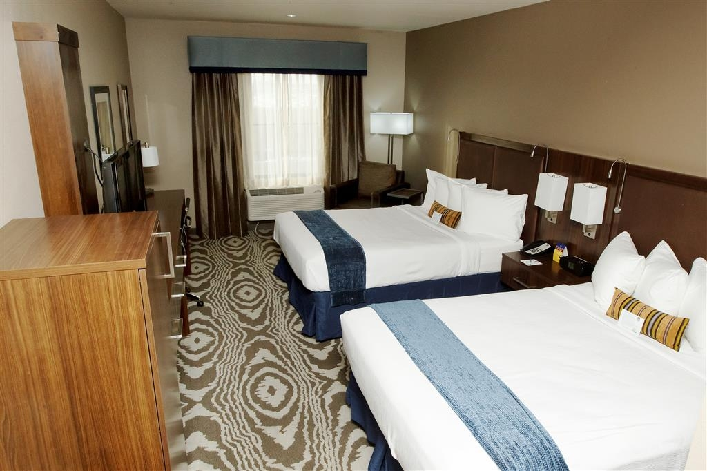 Best Western Plus Williston Hotel & Suites - Bring your whole family along and book a standard double queen bedroom.