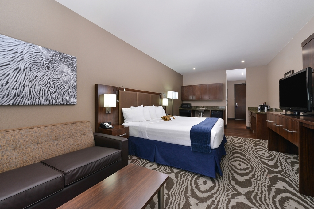 Best Western Plus Williston Hotel & Suites - Suite King Bed Guest Room
