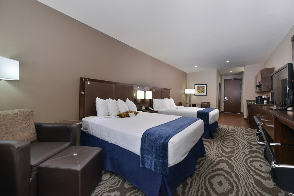 Best Western Plus Williston Hotel & Suites - Suite Two Queen Beds Guest Room
