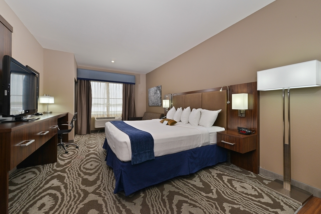 Best Western Plus Williston Hotel & Suites - Queen Bed Guest Room