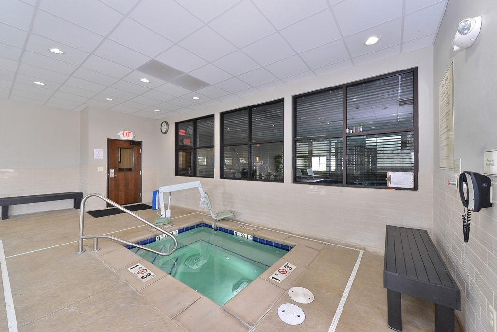 Best Western Plus Williston Hotel & Suites - Indoor Hot Tub