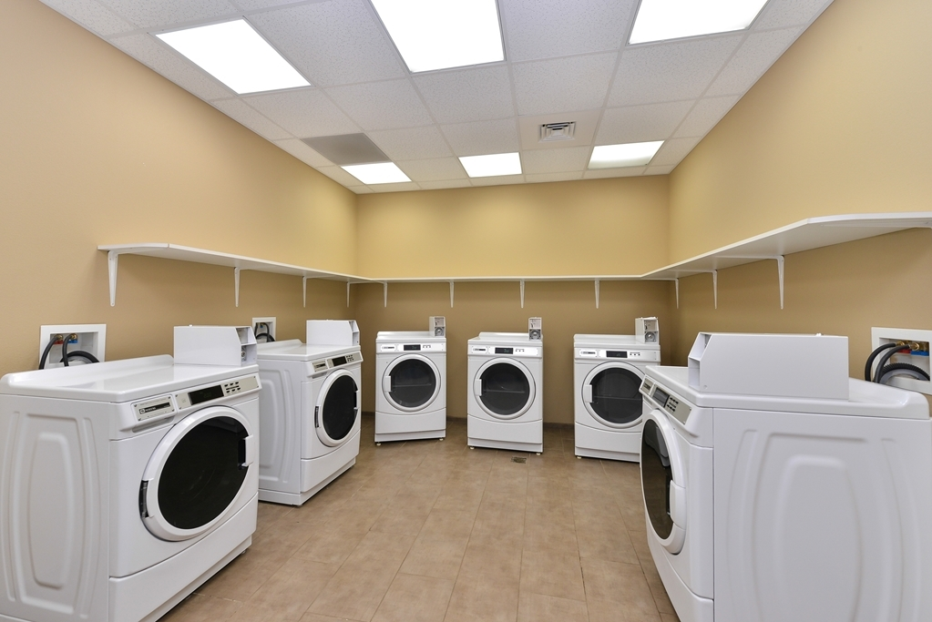 Best Western Plus Williston Hotel & Suites - Guest Laundry