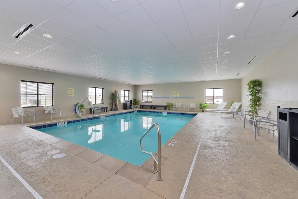 Best Western Plus Williston Hotel & Suites - Indoor Pool