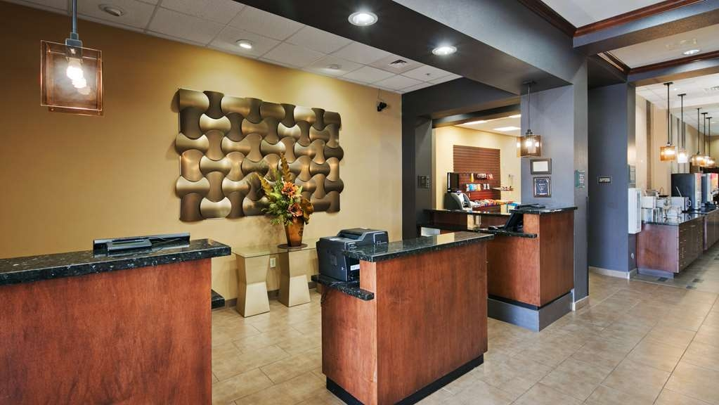 Best Western Plus Williston Hotel & Suites - Lobby
