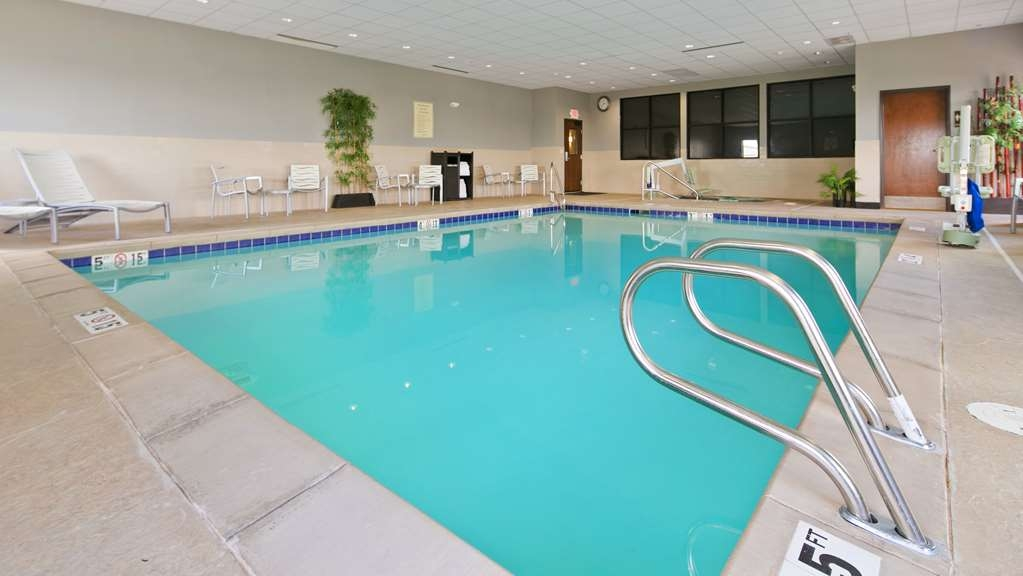 Best Western Plus Williston Hotel & Suites - Pool