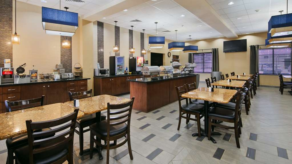 Best Western Plus Williston Hotel & Suites - Breakfast Area