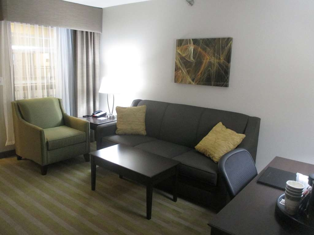 Best Western Harvest Inn & Suites - Suite