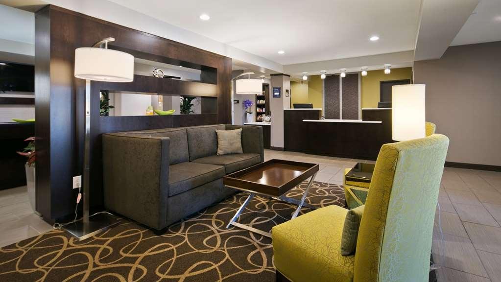 Best Western Harvest Inn & Suites - Lobby
