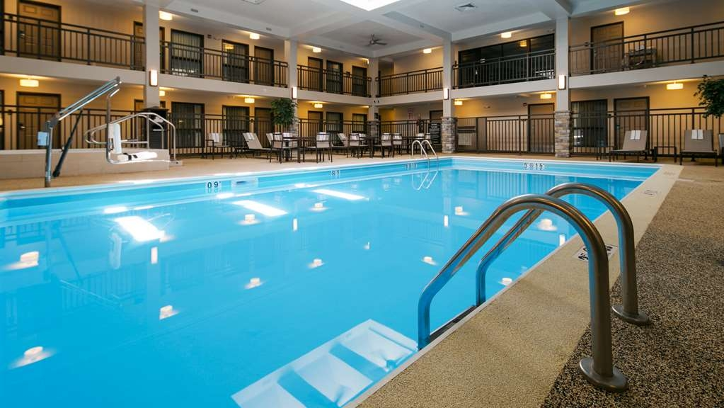 Best Western Harvest Inn & Suites - Vue de la piscine