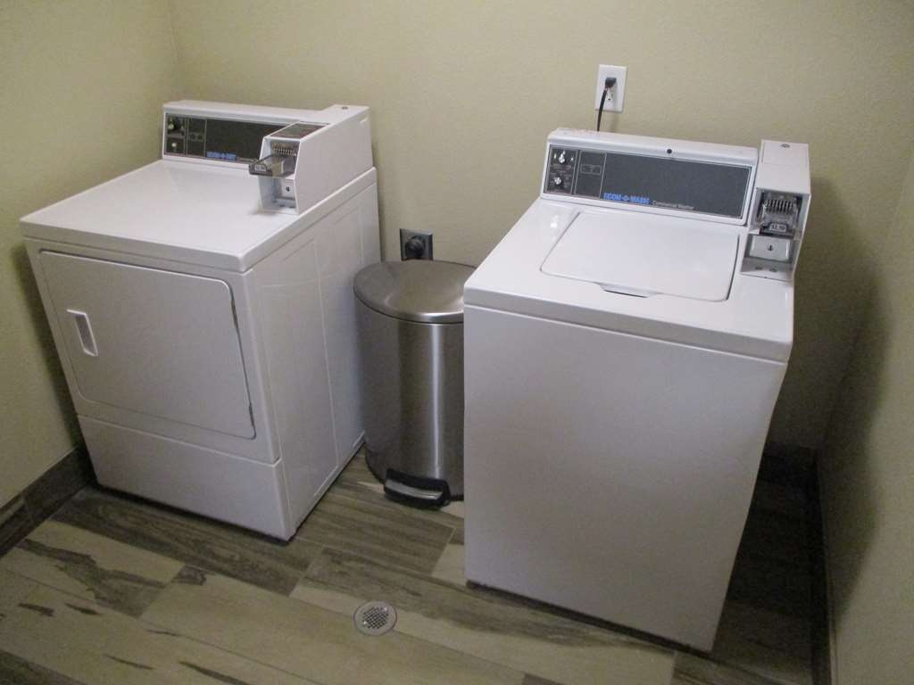 Best Western Roosevelt Place Hotel - Guest Laundry