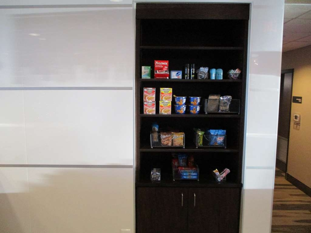 Best Western Roosevelt Place Hotel - Pantry