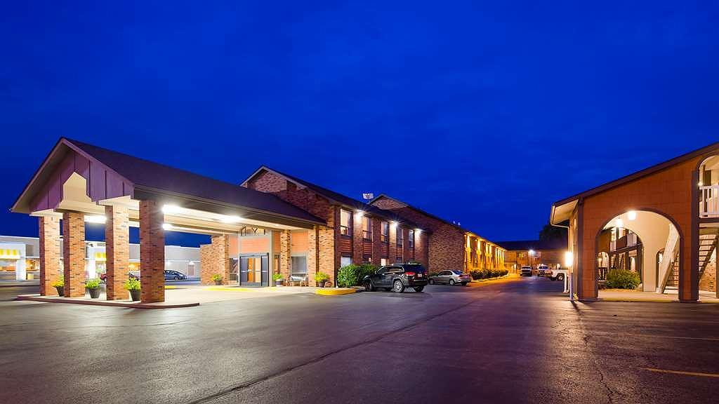 Best Western Falcon Plaza - Exterior Night