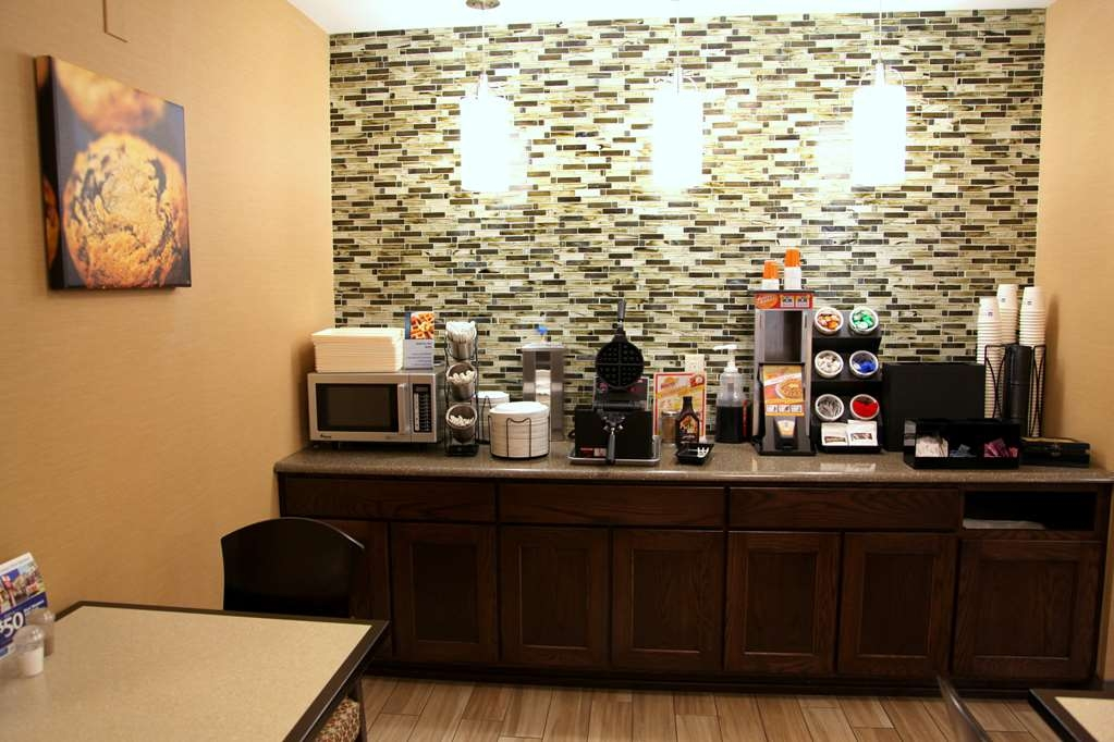 Best Western Falcon Plaza - We offer Waffle and Breakfast Sandwich stations in our Breakfast Parlor.