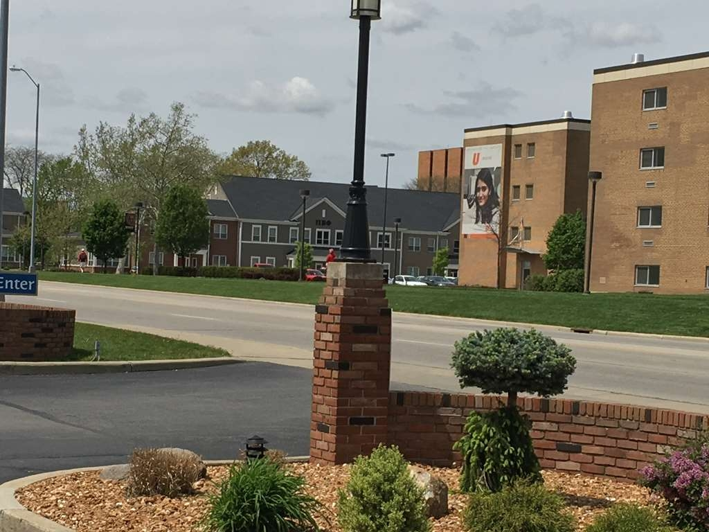 Best Western Falcon Plaza - We are conveniently located directly across the street from the BGSU campus, and just a few blocks from Historic Downtown Bowling Green!