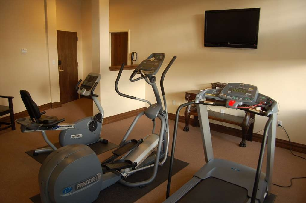 Best Western Premier Mariemont Inn - Catch an episode of your favorite show while working off those pesky calories.