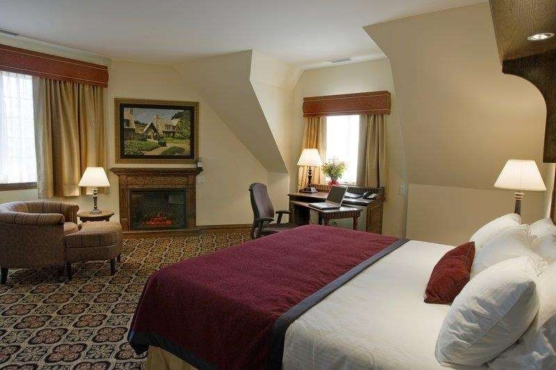 Best Western Premier Mariemont Inn - Standard king guest room featuring a comfortable Tempur-Pedic® mattress, 42-inch LCD TV free high-speed wireless Internet and mini refrigerator.