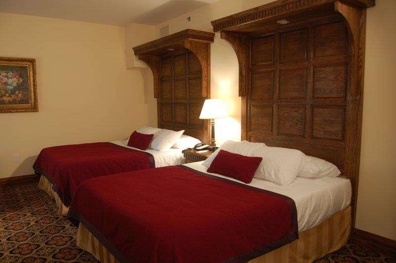 Best Western Premier Mariemont Inn - Bring your whole family along and book a two queen bedded guest room.