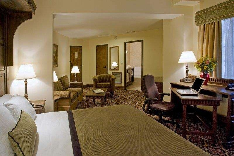 Best Western Premier Mariemont Inn - This spacious king guest room offers distinct areas for sleeping relaxing and working.