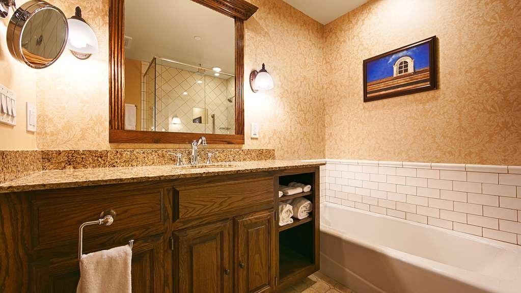 Best Western Premier Mariemont Inn - Guest Bathroom