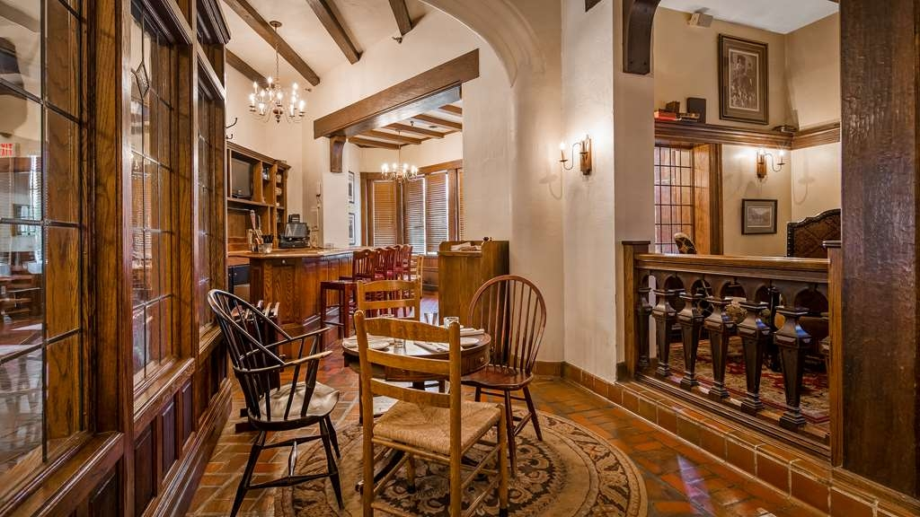 Best Western Premier Mariemont Inn - Bar / Lounge