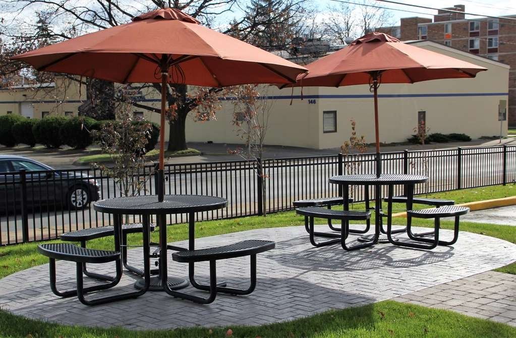 Best Western Wooster Hotel - Enjoy the outdoors while sitting at the picnic tables outside the lobby entrance.
