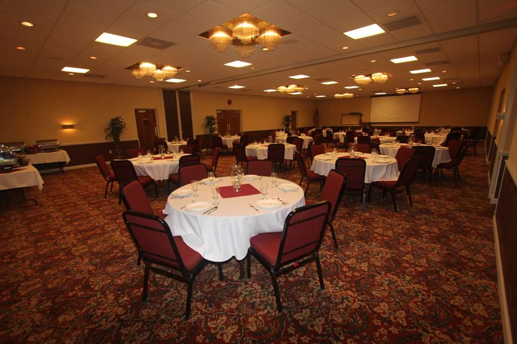 Best Western Wooster Hotel - We offer the perfect space to coordinate your next social function.
