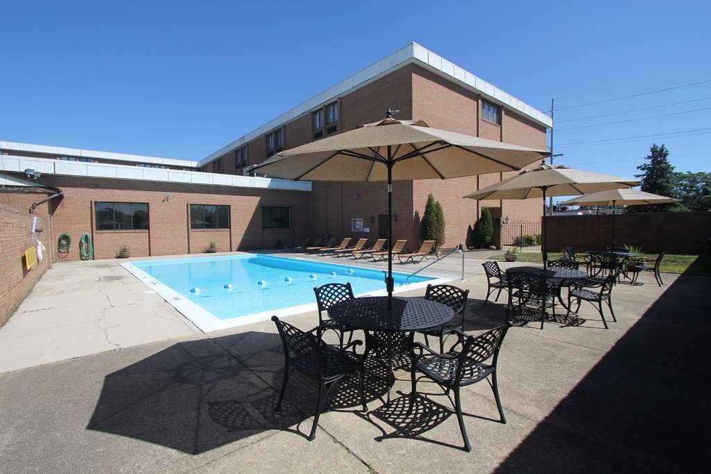 Best Western Wooster Hotel - Our refreshing outdoor pool is the perfect place to rejuvenate after a day of exploring Wooster.