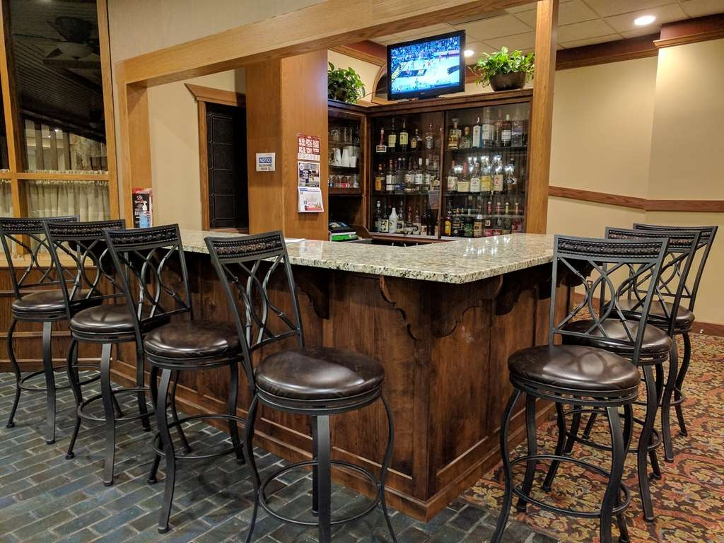 Best Western Wooster Hotel - Bar / Lounge