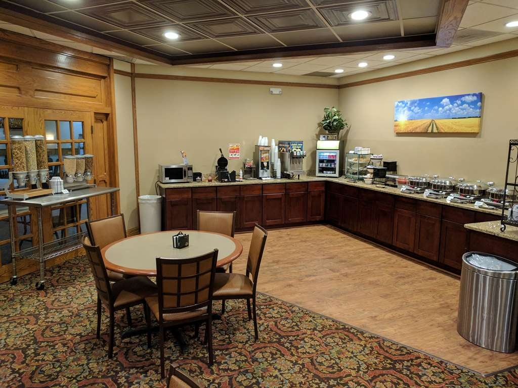 Best Western Wooster Hotel - Start your morning off right with our complimentary hot deluxe Continental breakfast.