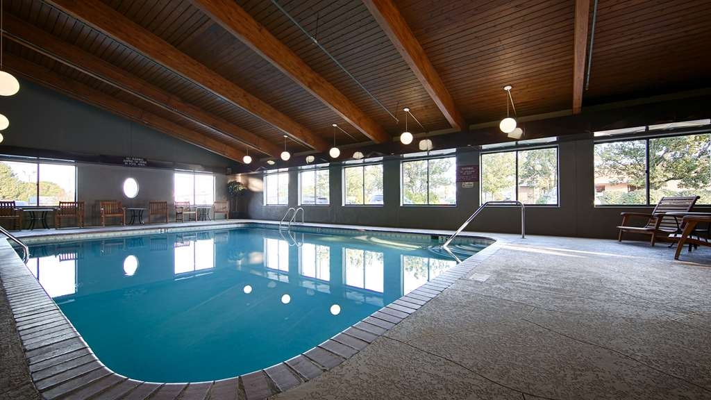 Best Western Plus North Canton Inn & Suites - Piscina