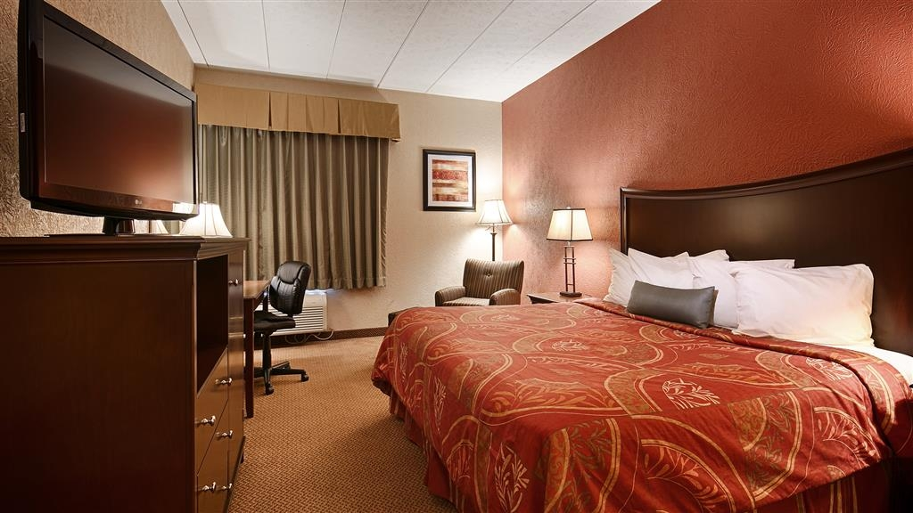 Best Western Caldwell Inn - Wake up refreshed in this king guest room.